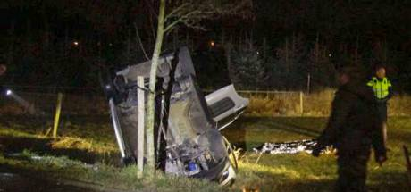 Auto over de kop na politieachtervolging tussen Nuenen en Aarle-Rixtel, drie gewonden