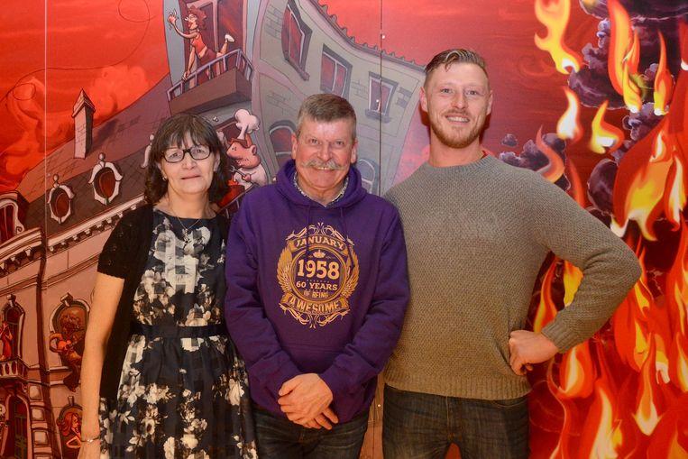 Dorine Compernolle, brandweerman Eric Veracx en 'peuter' Bjorn De Clerck.