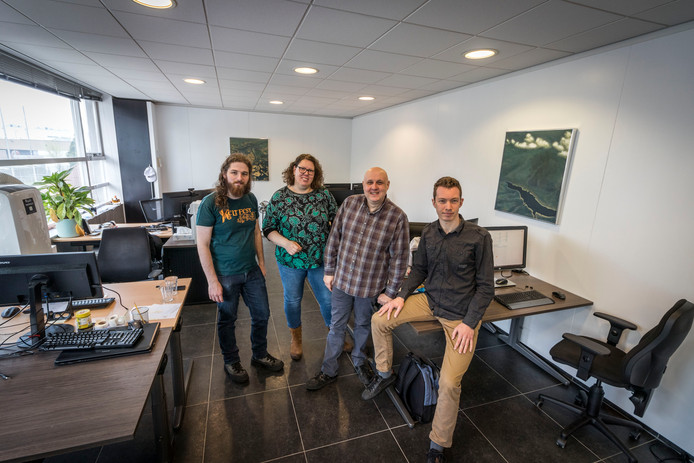 Werknemer die anoniem wil blijven, Judith en Jeroen Scholten van het bedrijf Breen Services en werknemer Ivo de Groot (vlnr).