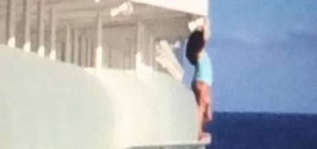 Vrouw maakt levensgevaarlijke selfie tijdens cruise en is nooit meer welkom