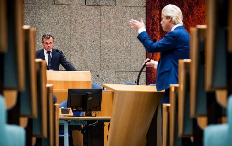 Staatssecretaris Mark Harbers van Justitie en Veiligheid (VVD) en Geert Wilders (PVV) tijdens het debat over het kinderpardon. Beeld Freek van den Bergh