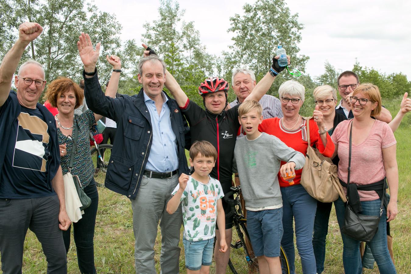 Familie en fans juichen mee met Lieven Mels.