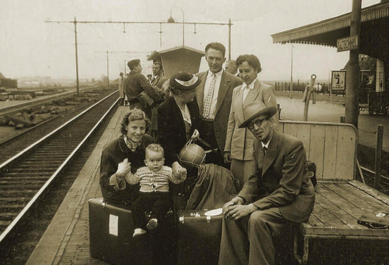 De familie van Lith uit Hedel staat op het punt om te emigreren naar Amerika. De grote reis begint op het station in Zaltbommel.