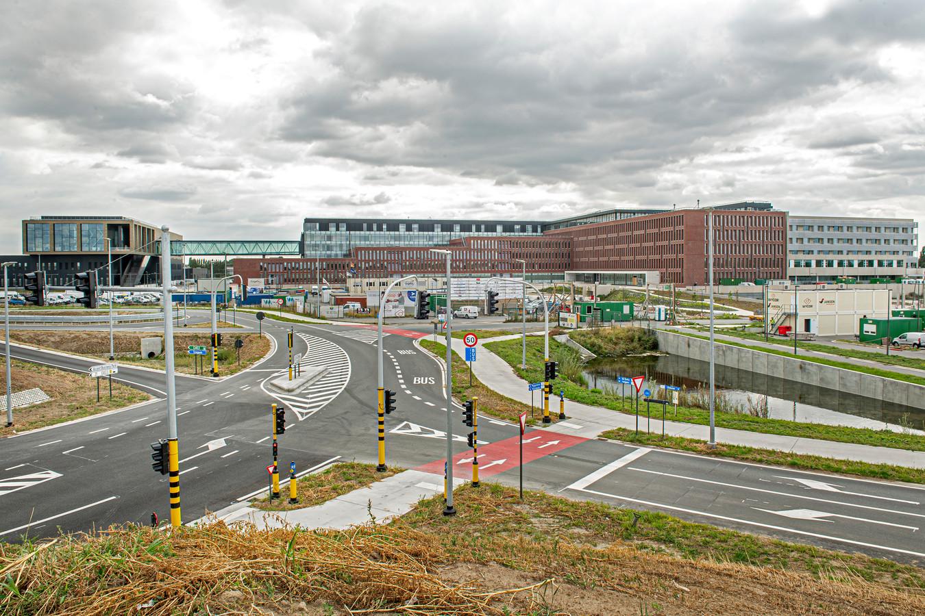 Het nieuwe ziekenhuis staat op een terrein van 23 hectare, goed voor 120.000 vierkante meter bebouwde oppervlakte.