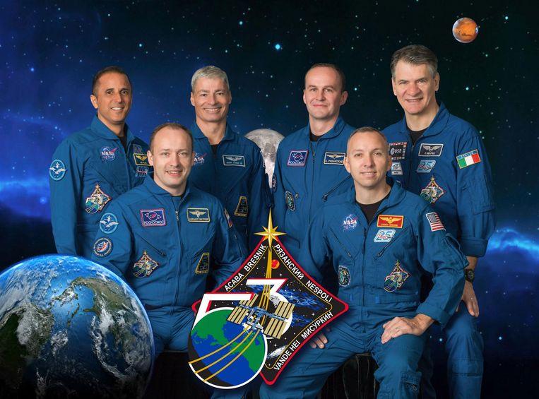 (v.l.n.r.) Joe Acaba, Alexander Misurkin, Mark Vande Hei, Sergey Ryazanskiy, Commander Randy Bresnik en Paolo Nespoli.