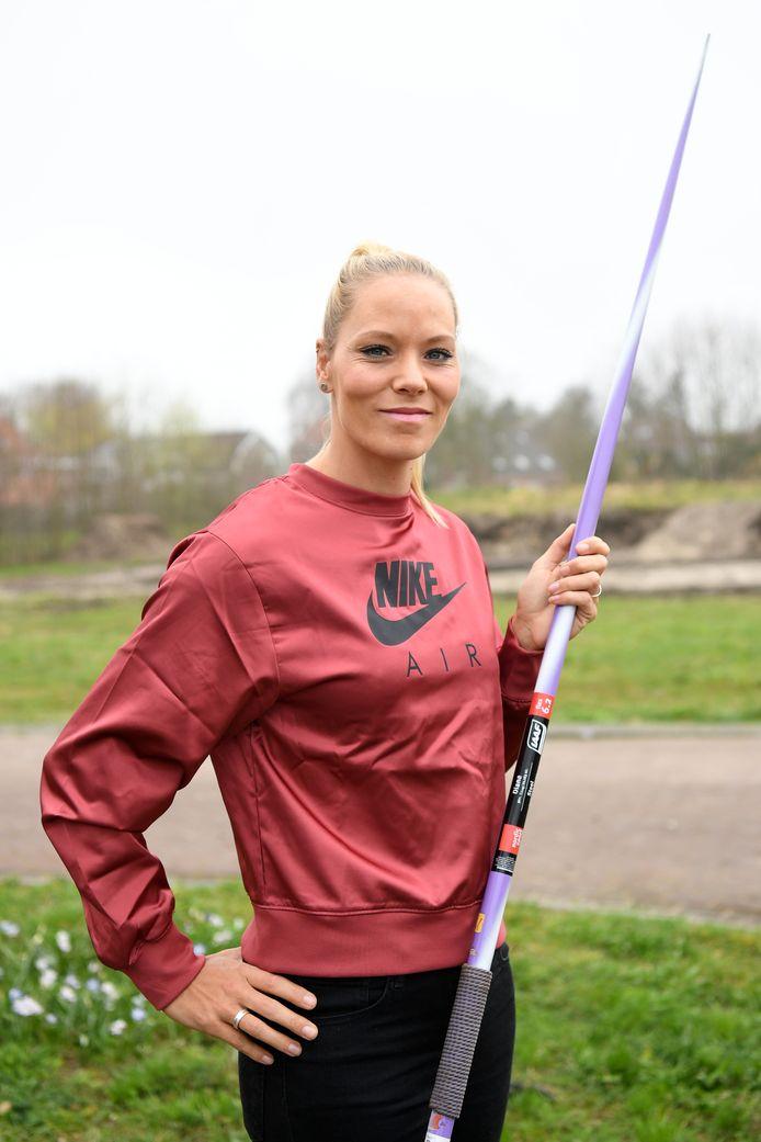 Nadine Broersen traint noodgedwongen in het park.