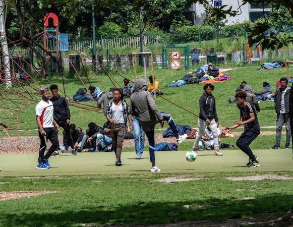 Het plan zou neerkomen op een collectieve regularisatie, ook voor de vluchtelingen in het Maximiliaanpark.