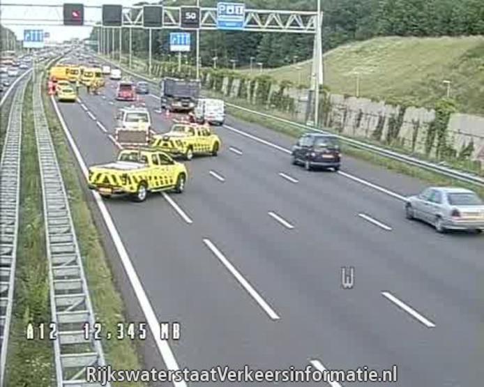 109 minuten file op de A12 na een motorongeluk. Drie rijstroken werden  afgezet voor politieonderzoek bij Nootdorp.