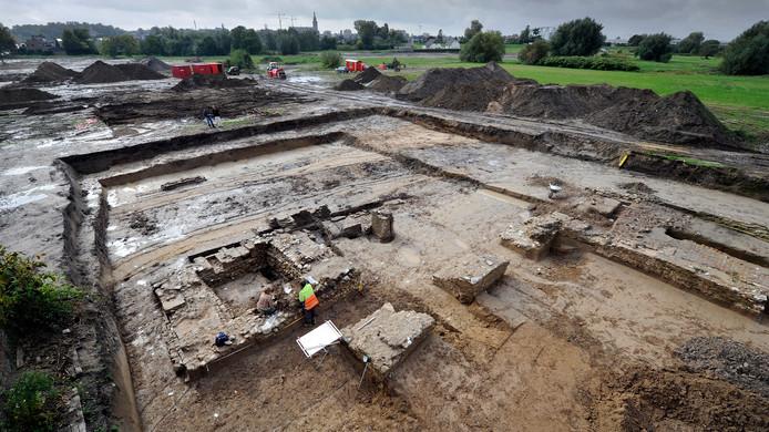 Delen van het kasteel Lent, blootgelegd door archeologen.