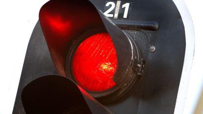 Met tractor door rood licht: acht dagen rijverbod
