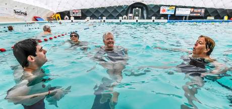 Zwembad De Melanen in Halsteren gaat maandag weer open, maar het water is nog wel koud