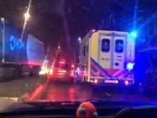Ambulance muurvast in verkeersfile in Dordrecht: 'Dit is absurd'