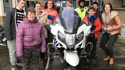 Leerlingen De Rozenkrans op bezoek bij politie