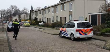 Twee inbrekers overlopen in Enschede, politie start zoektocht