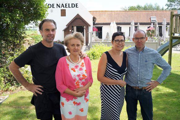 Filip De Rycke en Daniëlle Coussée nemen na 31 jaar afscheid van De Naelde. Vanaf 1 juli nemen Eddy Deprez en Yannick Lefrancq het roer over.