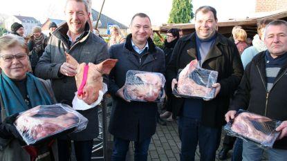 Cafébazen en politici bieden op varkenskoppen