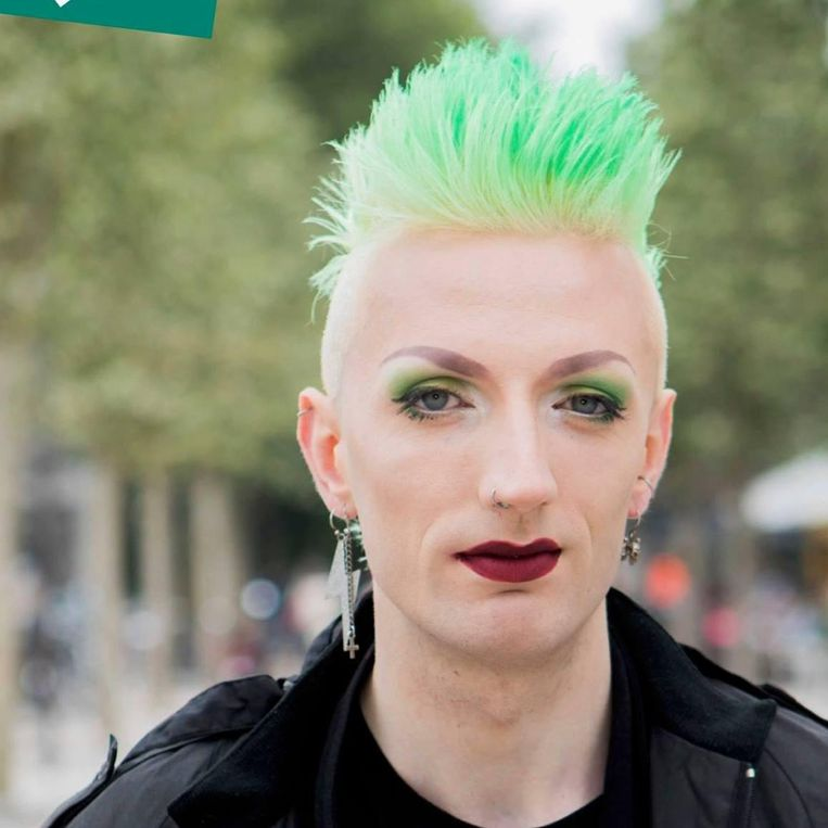 Maria Kleopatra Dekeyser, met haar groene coupe en groene mascara, staat op de kieslijst van - jawel - Groen.