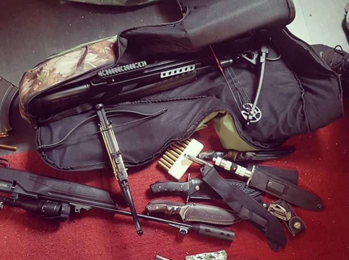 De wapens die door de politie zijn gevonden op een zolder in de Nijmeegse Benedenstad.