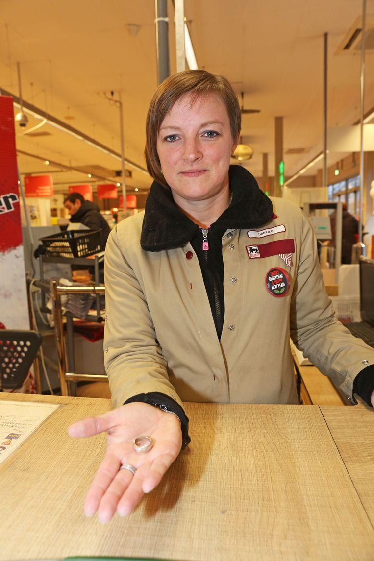 Cindy De Clerck met de verloren trouwring.