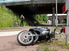 Fietser en snorfietser gewond bij botsing op fietspad