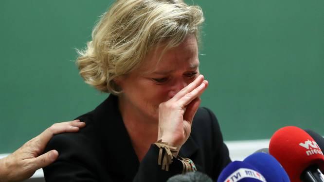 """Delphine van Saksen-Coburg in tranen op persconferentie: """"Ik heb me zo lang lucht gevoeld"""""""