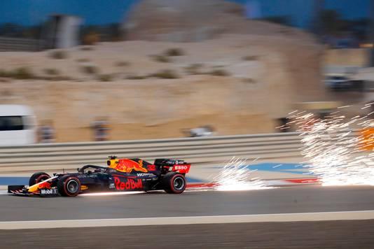 Max Verstappen in actie op het circuit in Bahrein.