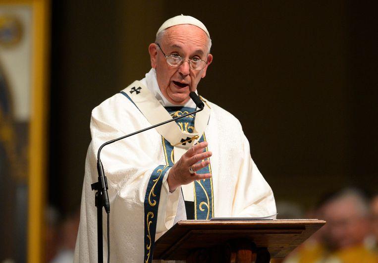 Paus Franciscus vraagt  mensen niet te zwijgen maar misbruik objectief aan het licht te brengen.  Beeld EPA