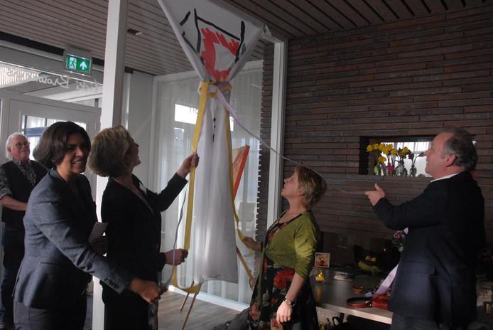 Sonja Robben (directeur IPSO), Christine Veldhuizen, Cecile Collaris én wethouder Paul Kagie bemoeiden zich met de officiële openingshandeling in het nieuwe Vicki Brownhuis.
