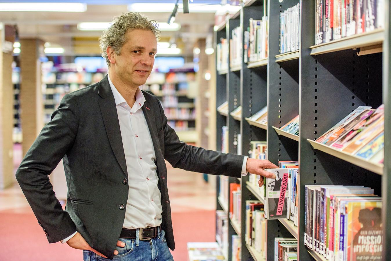 """Sergei Versteeg, directeur Biblioheek Heusden : ,,Als we leuk en aantrekkelijk genoeg zijn, komen de mensen nog als we ondergronds in een weiland zitten."""""""