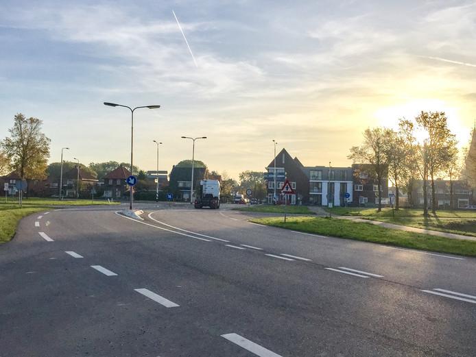 Het Kruispunt Oude Rijksweg/Burg. Elenbaasstraat/Goversweg wordt vervangen door een ovonde.