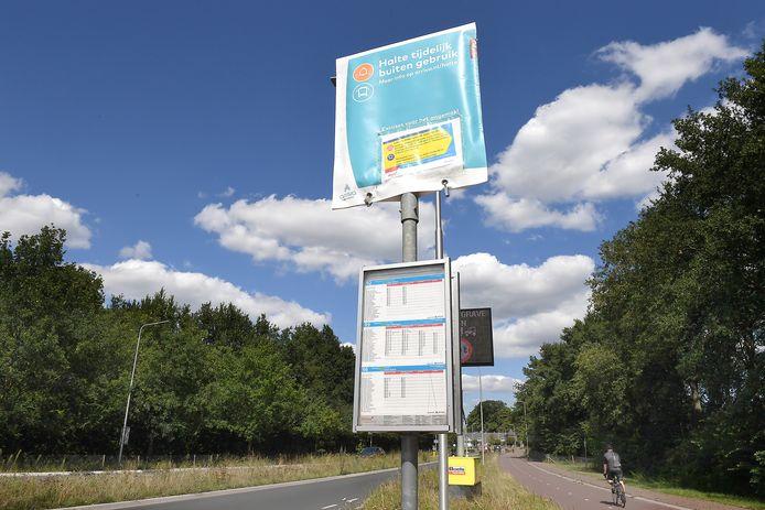 In Brabant zijn de bushaltes van Velp tot aan de brug over de Maas tijdelijk buiten gebruik. Zwaar verkeer mag niet over de brug tussen Grave en Nederasselt.
