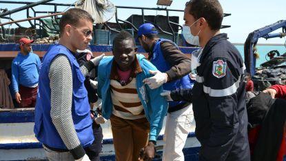 Tientallen vluchtelingen al dagenlang vast op schip voor Tunesische kust