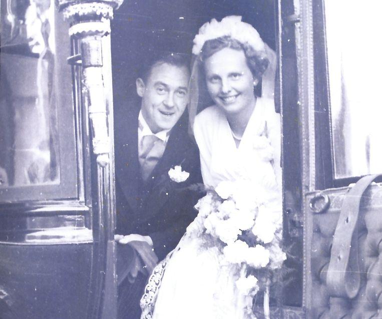 De ouders van Willem Pekelder op hun trouwdag. Beeld -