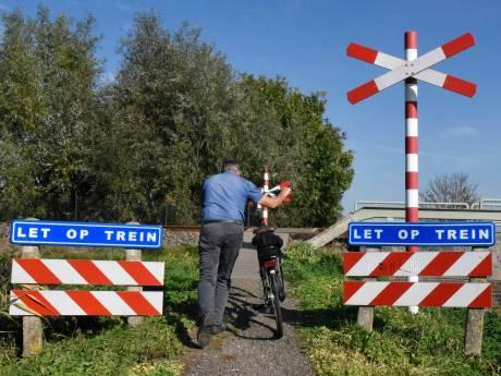 Vlietkade: de onbewaakte spoorwegovergang die niemand weet te vinden