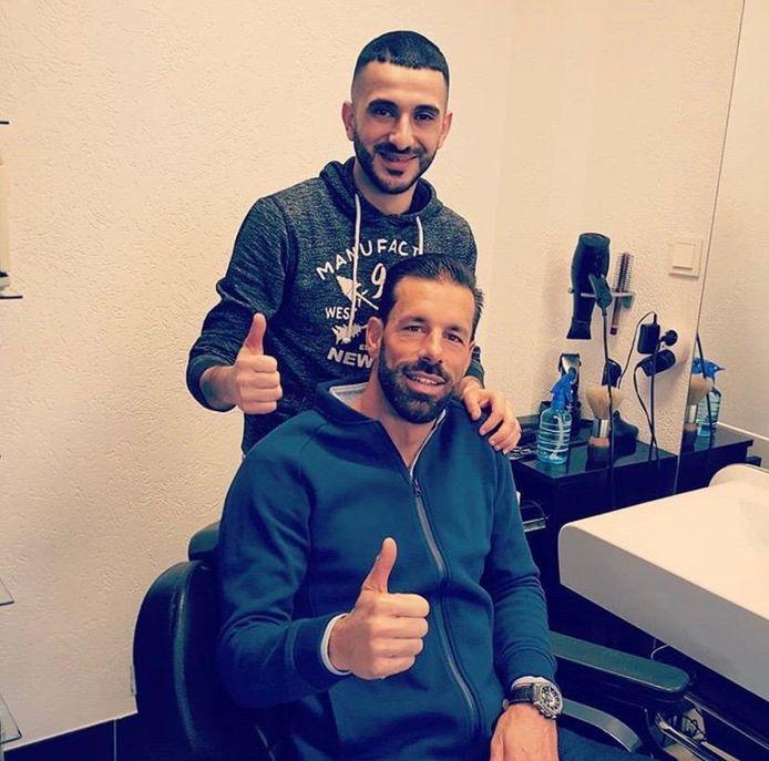 Almsari verzorgt het haar van Ruud van Nistelrooij bij Istanbul.
