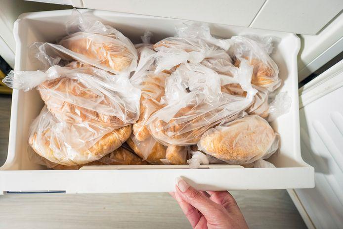 Brood in de vriezer. Steeds meer Nederlanders doen dat in deze tijd.