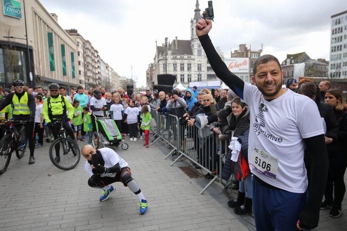 À vos marques, prêts, partez! L'Échevin des Sports de la Ville de Charleroi, Karim Chaïbaï, donne le coup d'envoi de la dernière ligne droite dans la course aux chèques Sport.