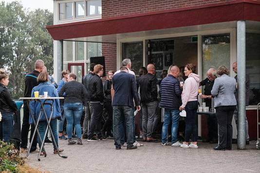 Enorme belangstelling voor de herdenkingsdienst voor de zaterdag na een ongelukkige botsing op het veld overleden speler Thijmen.