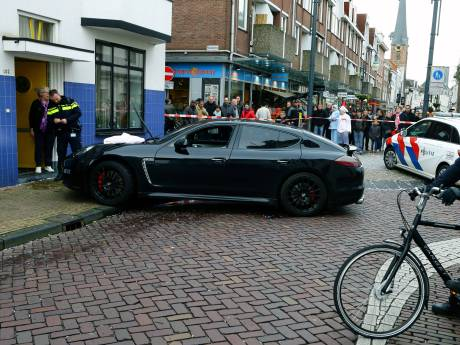 Porsche-rijder schept vrouw met kinderwagen in Gorinchem