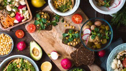 We onderschatten hoeveel we eten: 5 manieren waarop je ongemerkt extra calorieën binnen krijgt
