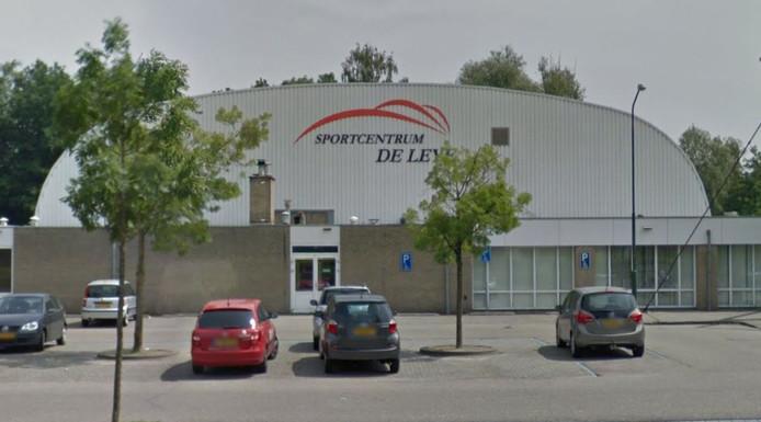 Sportcentrum De Leye gaat aan de Baerdijk in Oisterwijk tegen de grond. Een nieuw zwembad met sporthal verrijst aan de Sportboulevard.