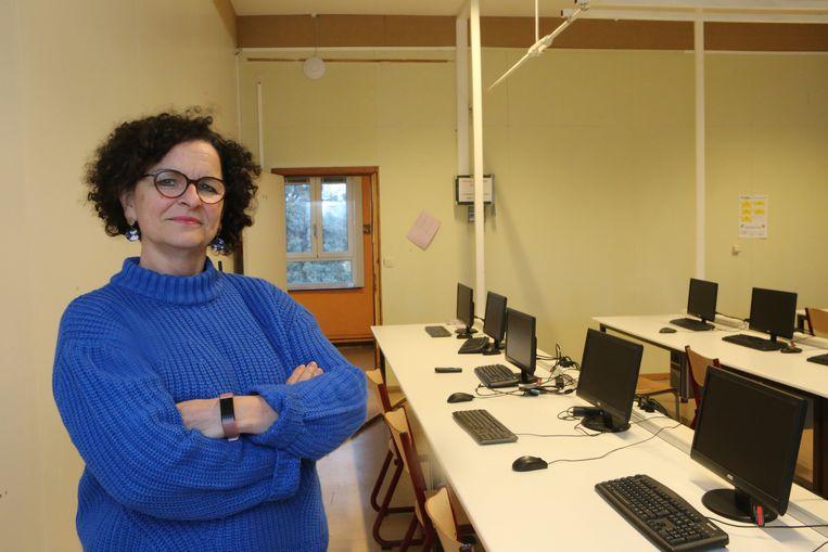 Directeur Veerle Reubens in het computerlokaal