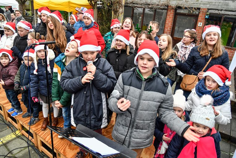 De kinderen van Het Laar smeren de stemmen voor een kerstconcert.