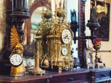 Antiquair herkent te koop aangeboden gestolen klok die hij zelf had verkocht