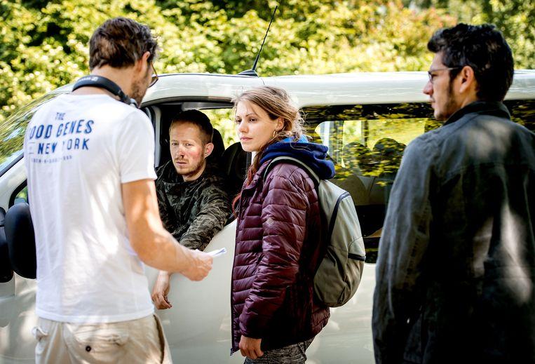 Acteurs Robert de Hoog, Sallie Harmsen en Maarten Heijmans tijdens de opnames van de televisieserie Catch. Beeld anp