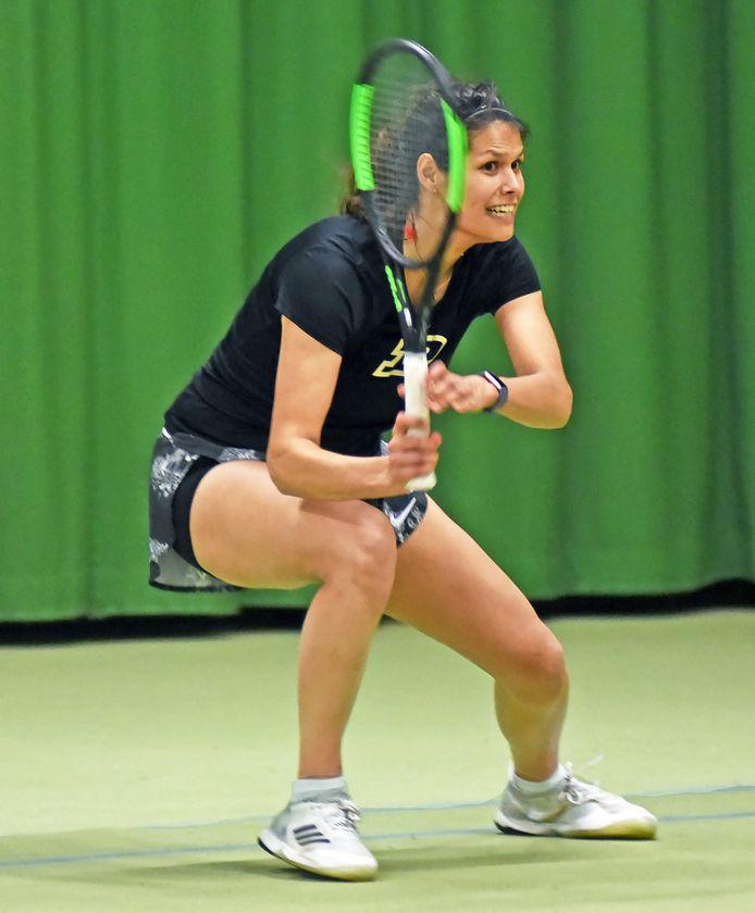 De Engelse Helen Rabot tijdens de training in het Terneuzense Racketcentrum.