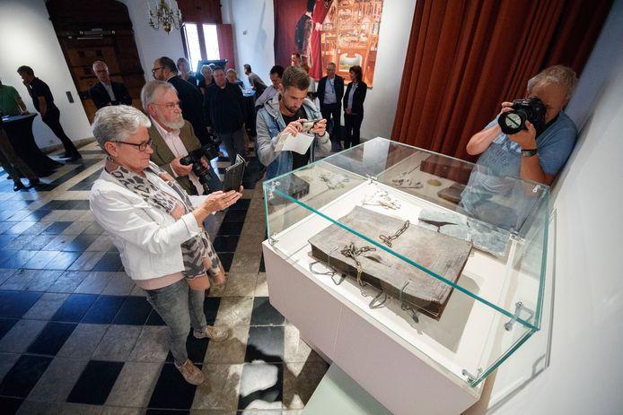 Dit is het zogenaamde mysterieuze, eeuwenoude boek dat zou zijn gevonden tijdens de renovatie van het Markiezenhof in Bergen op Zoom.