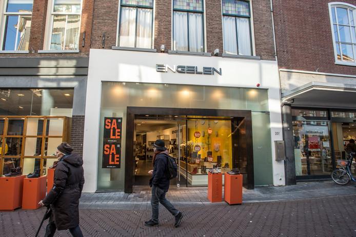 De gevel van schoenenwinkel van Engelen te Zutphen. Het pand is gelegen aan de Beukerstraat in het centrum. EDITIE: Zutphen en Achterhoek