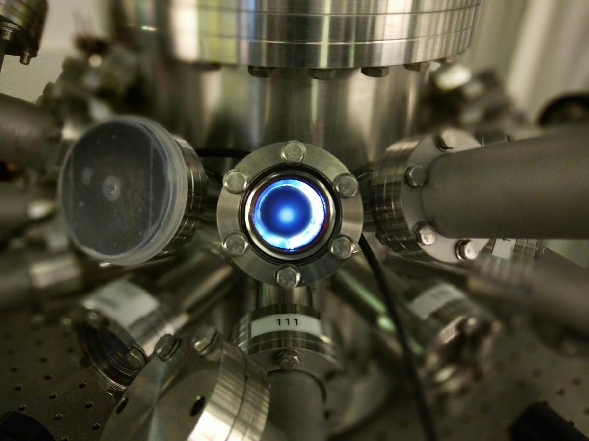 ARCNL beschikt over een druppelgenerator en plasmabron waarmee wetenschappers proeven kunnen doen.