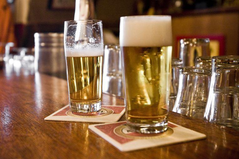 Allochtone studenten gaan liever aan de studie dan aan het bier. Foto GPD Beeld